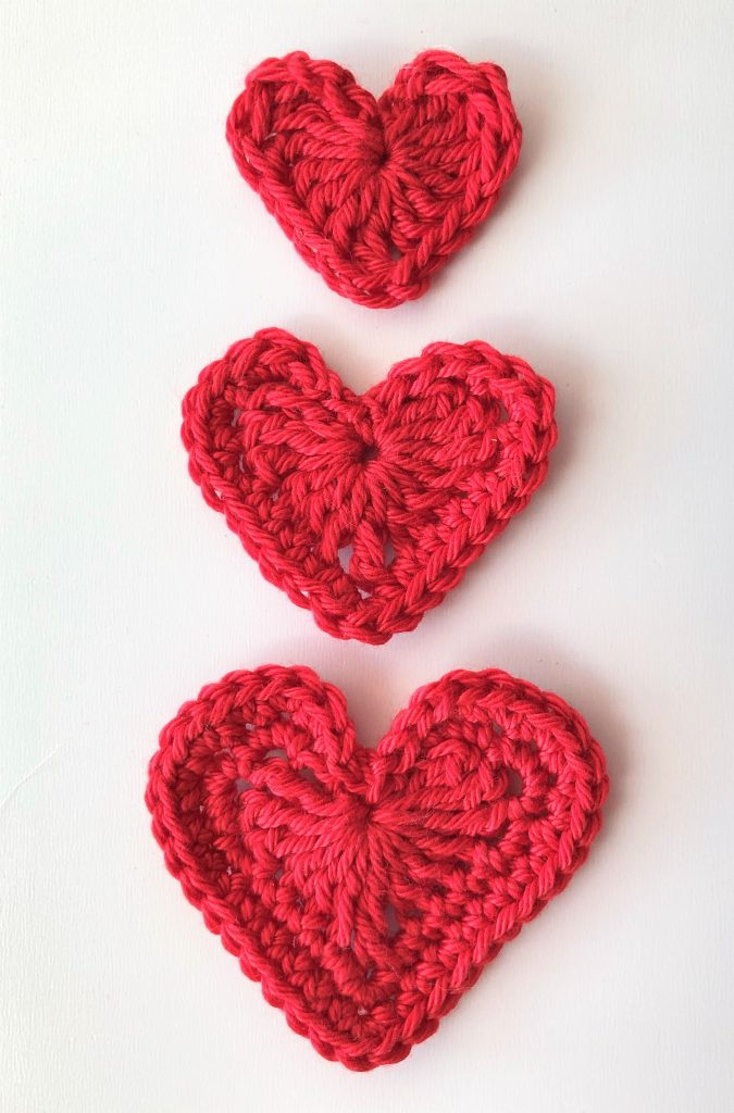 Crochet heart in three sizes - free pattern on my blog